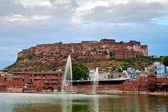 JODHPUR, LA INDIA - DE SEPT. EL 21: Vista del fuerte de Mehrangarh con imágenes de archivo libres de regalías