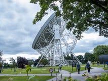 Jodrell banka Radiowy teleskop w wiejskiej wsi Cheshire Anglia Zdjęcia Royalty Free