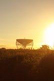 Jodrell bankobservatorium Lovell Radio Telescope på soluppgång Arkivfoton