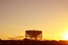 Jodrell bankobservatorium Lovell Radio Telescope på soluppgång Royaltyfria Bilder