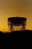Jodrell bankobservatorium Lovell Radio Telescope på soluppgång Fotografering för Bildbyråer