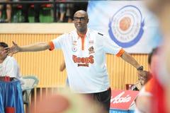 Joe Bryant-Cheftrainer von Planierungswettbewerben Sport Rev Thailand Slammers in einer ASEAN-Basketball-Liga  Stockfotos