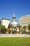 Joe Chillura Courthouse Square, dôme métallique, Tampa, la Floride Photos libres de droits