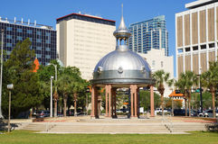 Joe Chillura Courthouse Square metallisk kupol, Tampa, Florida Arkivfoto