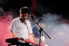 Joe Crepusculo, der die Tastatur spielt Stockbilder