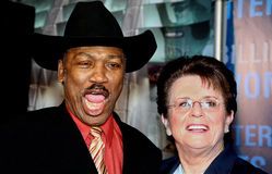 Joe Frazier en Billie Jean King stock afbeeldingen