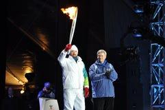 Joe Juneau avec la flamme olympique Images libres de droits