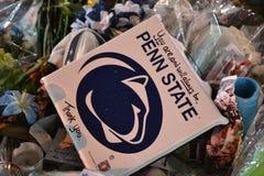 Joe Paterno Vigil alla statua fotografia stock libera da diritti