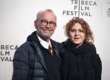Joel Grey & Bernadette Peters på premiären av 'den tar en dåre 'på den Tribeca filmfestivalen 2019 royaltyfria bilder