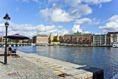 Joenkoeping en el puerto con las fachadas históricas viejas Fotografía de archivo libre de regalías