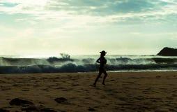 Jog пляжа утра стоковое изображение rf