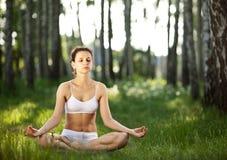joga ćwiczyć joga zdjęcia royalty free