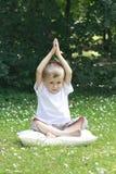joga αγοριών στοκ φωτογραφίες με δικαίωμα ελεύθερης χρήσης
