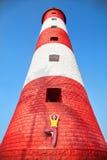 Joga przy latarnią morską Zdjęcie Stock
