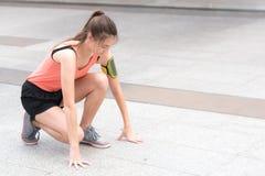 Joga sporta pojęcie: młode kobiety koncentracyjne w zdrowie exercis obrazy royalty free