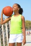 Jogador de basquetebol da menina Fotos de Stock