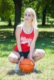 Jogador de basquetebol fêmea Fotos de Stock Royalty Free