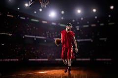 Jogador de basquetebol vermelho na ação Fotos de Stock Royalty Free