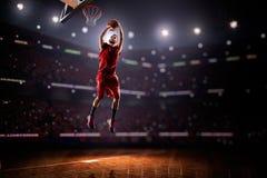 Jogador de basquetebol vermelho na ação Foto de Stock Royalty Free