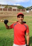 Jogador de beisebol latino-americano no sorriso do campo Imagens de Stock