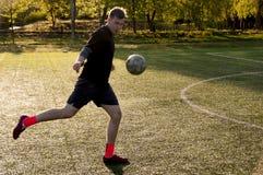 Jogador de futebol amador imagem de stock