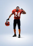 Jogador de futebol americano no branco da ação isolado Fotografia de Stock