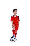 Jogador de futebol asiático novo com bola de futebol Tiro do estúdio Imagem de Stock Royalty Free