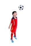 Jogador de futebol asiático novo com bola de futebol Tiro do estúdio Imagens de Stock Royalty Free