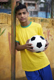 Jogador de futebol brasileiro novo do futebol foto de stock