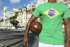 Jogador de futebol brasileiro Salvador Elevator com bola de futebol fotos de stock