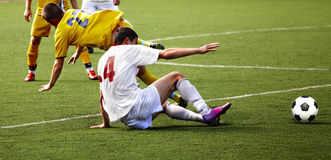 Jogador de futebol com esfera Fotografia de Stock Royalty Free