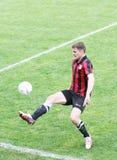 Jogador de futebol com esfera Imagens de Stock Royalty Free