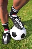 Jogador de futebol com uma esfera Imagens de Stock Royalty Free