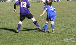 Jogador de futebol da juventude na ação Fotografia de Stock Royalty Free