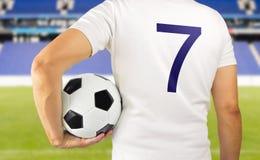 Jogador de futebol do futebol na equipe branca Fotos de Stock