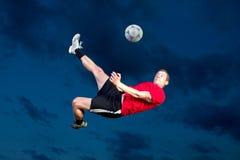 Jogador de futebol em um retrocesso de bicicleta Imagens de Stock Royalty Free