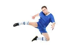 Jogador de futebol em um salto imagem de stock