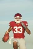 Jogador de futebol na ação do jogo Imagens de Stock Royalty Free