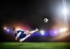 Jogador de futebol novo Fotografia de Stock Royalty Free