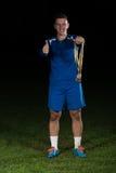 Jogador de futebol que comemora Victory While Holding Win Coup Foto de Stock Royalty Free