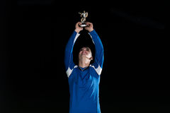 Jogador de futebol que comemora Victory While Holding Win Coup Fotos de Stock