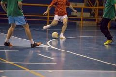 Jogador de Futsal no salão de esportes Foto de Stock