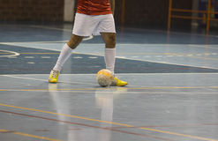 Jogador de Futsal no salão de esportes Fotografia de Stock