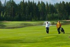 Jogador de golfe de dois desconhecidos Imagens de Stock Royalty Free