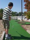 Jogador de golfe diminuto Imagem de Stock