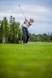 Jogador de golfe no início com o Copyspace para seu texto Foto de Stock