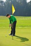 Colocação do jogador de golfe fotografia de stock