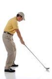 Jogador de golfe que teeing fora Fotos de Stock Royalty Free