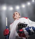 Jogador de hóquei em gelo no uniforme Imagens de Stock
