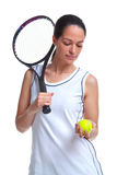 Jogador de ténis da mulher que prende uma esfera e uma raquete foto de stock